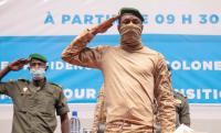 """Le colonel Goïta """"dame le pion"""" à Macron au Mali"""