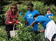 Melania Trump fait comme Michelle Obama