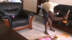 Un bébé roué de coups