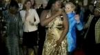 Hillary Clinton dance en Afrique