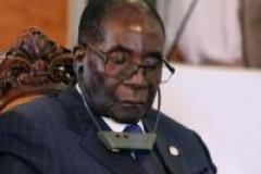 Mugabe «repose ses yeux en public»