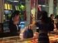 Une vendeuse chinoise fouettée avec de l'argent
